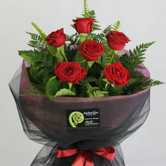 6 Luxury Red Roses